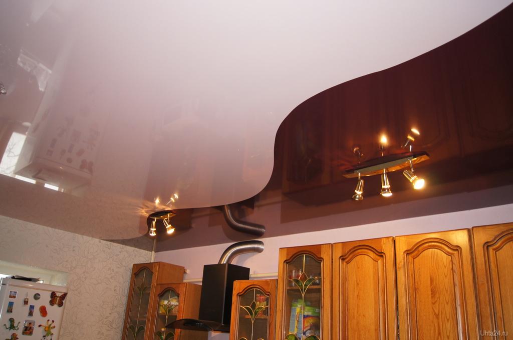 Натяжные потолки двух цветов фото